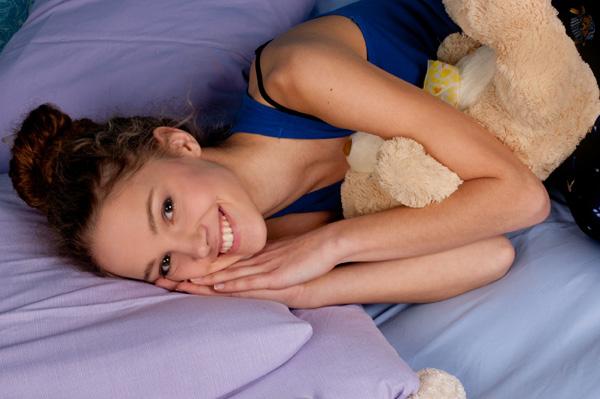 cute-teen-girl-sleeping-in-bed
