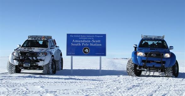 Toyota Hiluxok az Antarktiszon