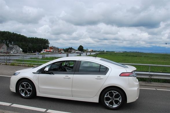 Az Opel elektromos autója az Ampera