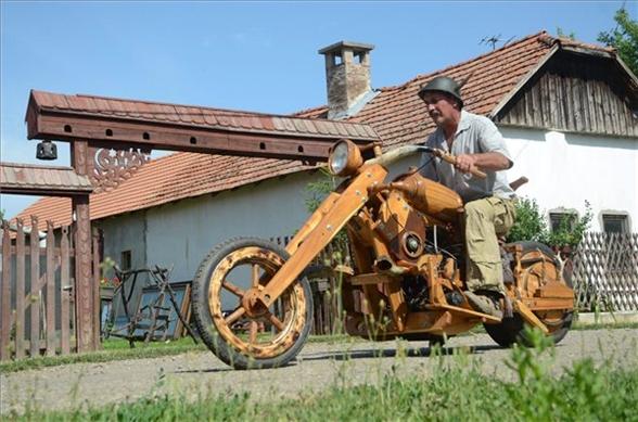Akácból készült chopper Polski-motorral