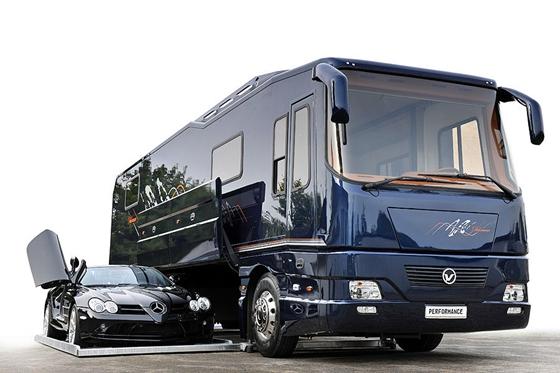 luxusbusz 13 03 18 206eb82203