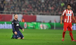 """Nemcsak Rooney, de a Mu is """"térdre rogyott"""" (Fotó: Kostas Koutsaftikis / Shutterstock.com)"""