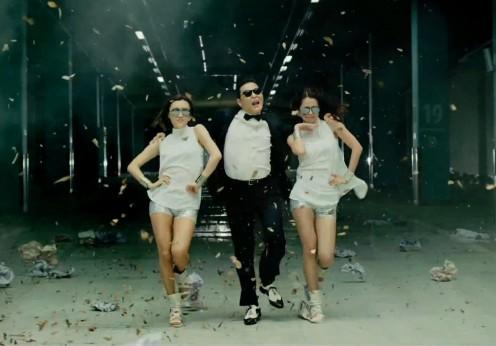 PSY-Gangnam-Style-Spectators-white-shirt