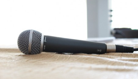 microphone-380310_640