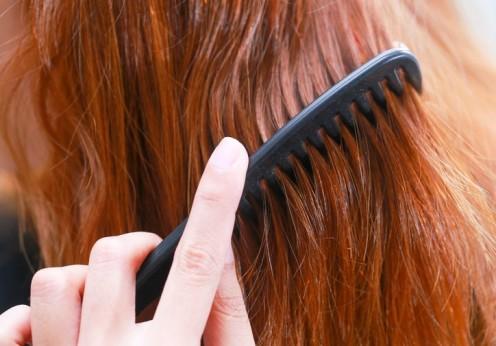 Hogyan egyenesítsd ki a hajad vasaló nélkül  2f82878ad2