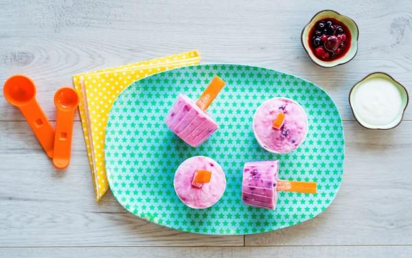 Gyümölcsös-joghurtos jégkrém sárgarépa pálcikával