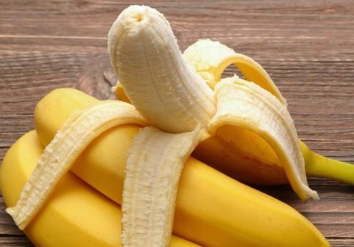 43851812 - fresh bananas on wooden background