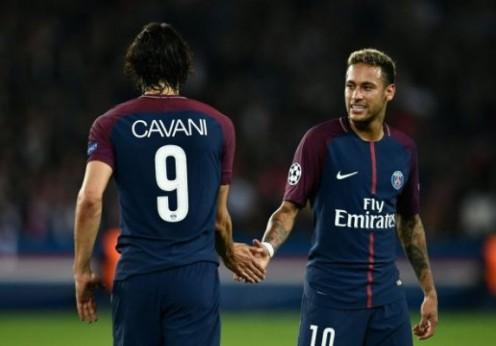 TOPSHOT - Paris Saint-Germain's Uruguaya