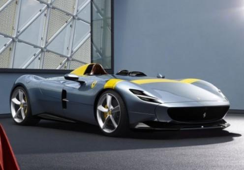 Monza SP1 - A szénszálas karosszéria alatt a 812 Superfast 810 lóerős V12-es motorja dolgozik, az autók 2,9 másodperc alatt gyorsulnak 100 km/órára, további öt másodperc után pedig már 200-zal repesztenek. A végsebesség meghaladja a 300 km/órát.